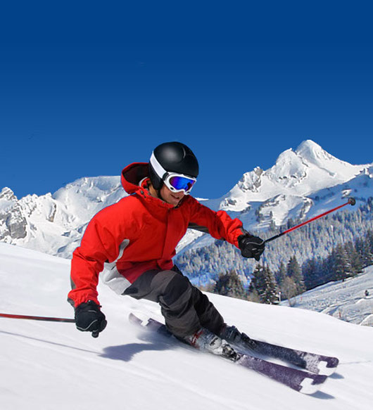 le magasin de location de ski Passion Glisse se situe à coté de l'office de tourisme de la Clusaz, grand choix des plus grandes marques de skis
